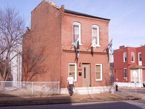 St. Louis structure to receive a House Coat (Courtesy Leeza Meksin)