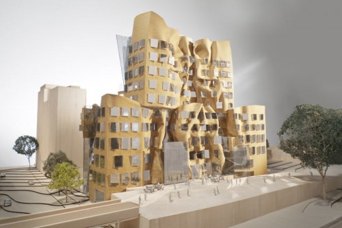 Dr. Chau Chak Wing Building. East facade. (Gehry Partners, LLP)