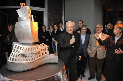 Frank Gehry with his birthday cake.