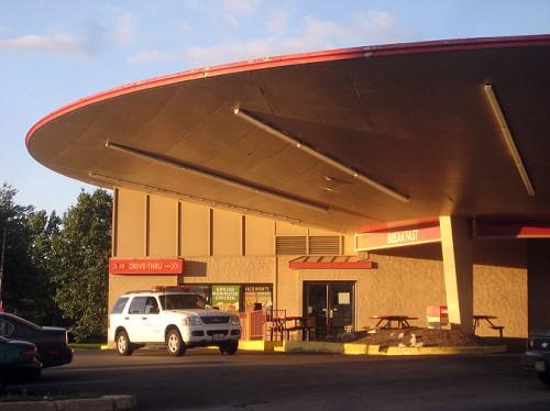Del Taco in St. Louis (Courtesy VanishingSTL/Flickr)