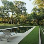 Philip Johnson's Monumental Beck House, Dallas, TX by Reed Hilderbrand. (Alan Ward)