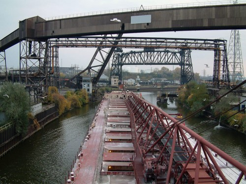 Active and abandoned industry and shipping line the river (Courtesy Christopher Alvarado/flickr)