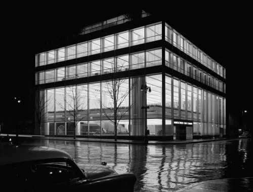 MANUFACTURER'S TRUST COMPANY, FIFTH AVENUE, SKIDMORE, OWINGS & MERRILL, NEW YORK, NY, 1954 GELATIN SILVER PRINT © EZRA STOLLER, COURTESY YOSSI MILO GALLERY, NEW YORK