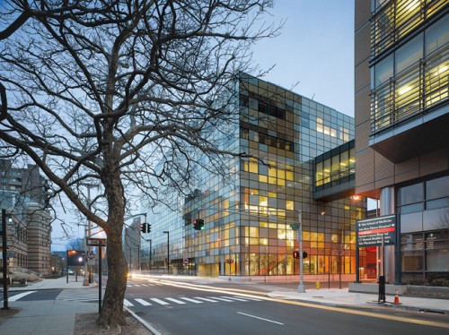 Behnisch's LA office designed the Park Street Clinical Lab Building in New Haven (©Roland Halbe)