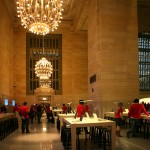 Apple moves into the Lexington Avenue balcony overlooking Grand Central (Stoelker/AN).