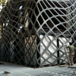 Installation of the outer grille (Rojkind Arquitectos)