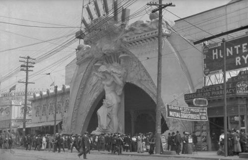 The old entrance to Dreamland at Coney Island, circa 1908 (Courtesy Brooklyn Museum/Brooklyn Public Library)