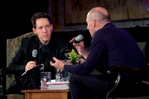 Paul Holdengraber (left) talks with Rem Koolhaas (right). (Jori Klein)