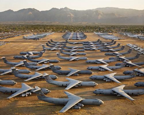 Edward Burtynsky, AMARC #5, Davis-Monthan AFB, Tucson, Arizona, USA, 2006. (Edward Burtynsky)