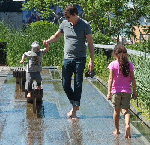 Getting feet wet on the High Line (Flickr/CasulCapture).
