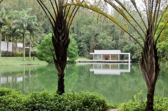 View of pavilion at Inhotim housing True Rouge by Tunga. (Iwan Baan)