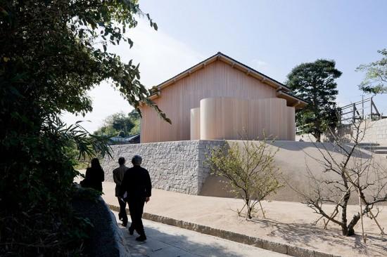Exterior of F-Art House by Kazuyo Sejima, part of Art House Project Inujima. (Iwan Baan)