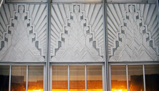 Art-Deco detailing on the exterior of 70 Pine. (Victoria Pickering/Flickr)
