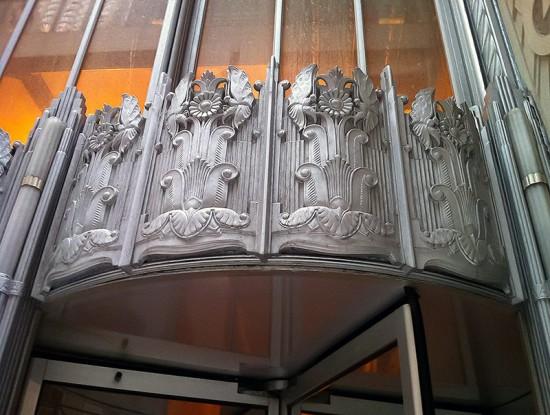 Art-Deco detailing on 70 Pine's exterior. (Victoria Pickering/Flickr)