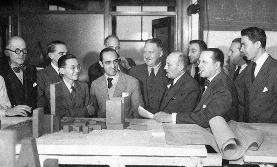 Oscar Niemeyer in New York in 1947 with fellow members of the United Nations Board of Design. (Courtesy Oscar Niemeyer Foundation)