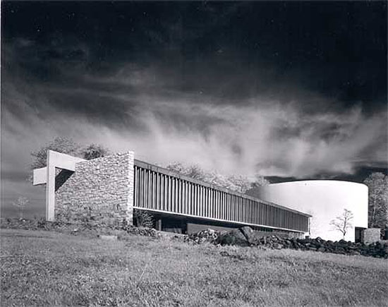 Photograph of Richard Neutra's Gettysburg cyclorama building. (Lawrence S. Williams Photography/Courtesy Docomomo)