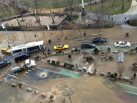 A water main break at Madison Square Park. (Courtesy Jamie Hodin / @jamiehodin)