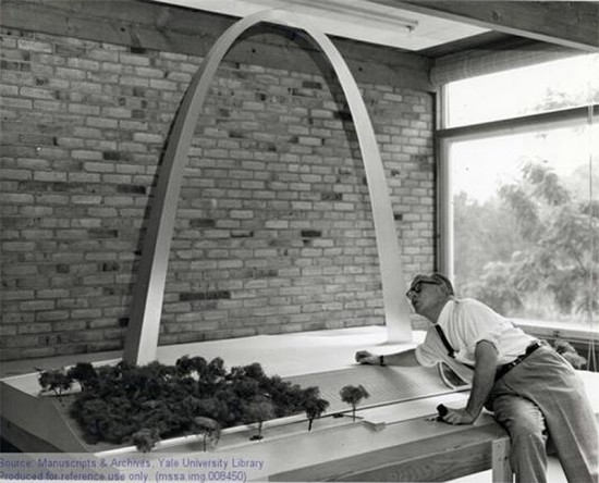 Eero Saarinen inspects a model of the Gateway Arch in the late 1950s. (Courtesy Yale University Archives / Eero Saarinen Collection)