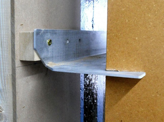 Water jet–cut aluminum mounting fins secure the MDF ribs to a preexisting wall. (courtesy Tietz-Baccon)