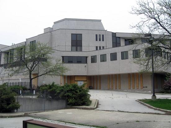 Cuneo Memorial Hospital in Chicago. (Devin Hunter / Flickr)