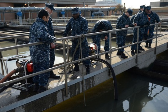 US Navy pumping overflow sewage in New York Harbor post-Hurricane Sandy (Courtesy of US Navy)