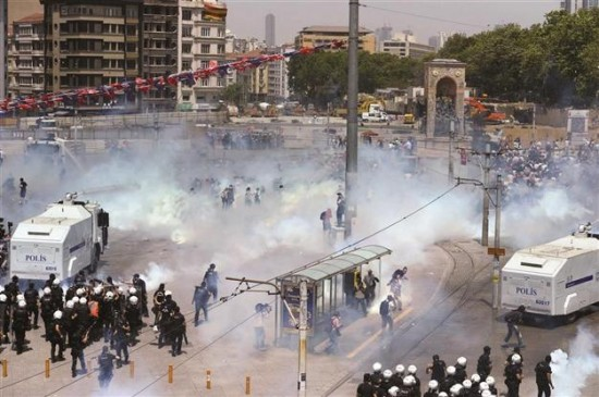 Chaos in Istanbul's Taksim Square following protests. (Courtesy Hurriyet Daily News)