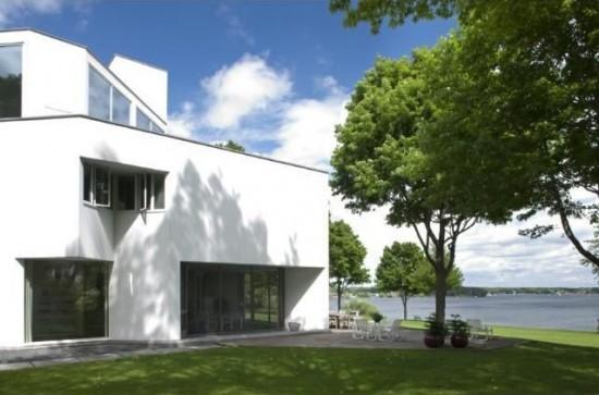 Wayzata, Minnesota home designed by Romaldo Giurgola (Courtesy NeighborCity.com)