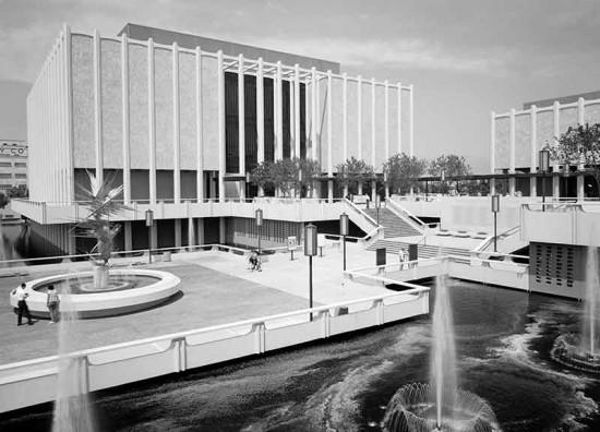 Entrance to LACMA in 1965. (Courtesy LACMA)