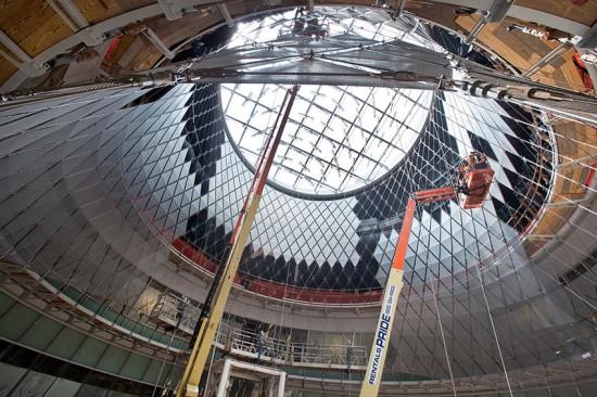 Construction of the Sky Reflector-Net at the Fulton Center. (Patrick Cashin / Courtesy MTA)