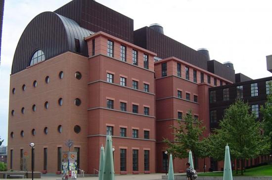 Michael Graves' Engineering Center at the University of Cincinnati. (Mark Hogan / Flickr)