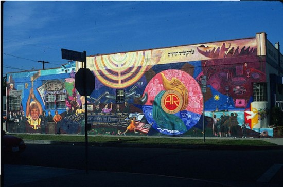A Shenere Un Besere Velt, by Aliseo Art Silva (Mural Conservancy of Los Angeles)