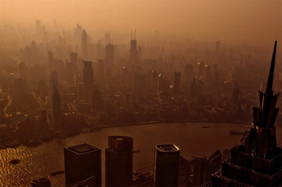 Air pollution smothers Shanghai, China. (Lei Han / Flickr)
