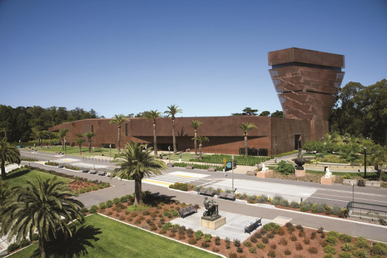 The De Young in San Francisco is an example of bird-friendly architecture (Michael Layefsky)