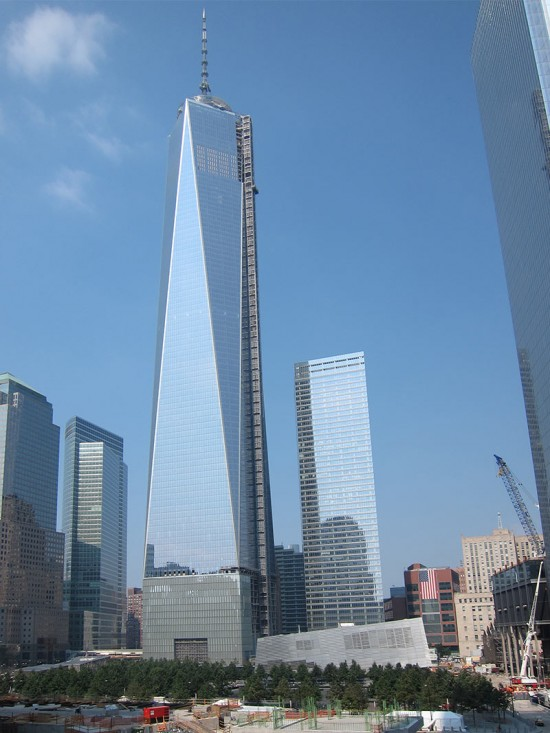 One World Trade Center towers over Lower Manhattan. (Branden Klayko / AN)