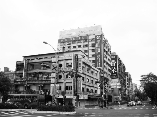 BEFORE OYLER WU'S INTERVENTION, THE SITE CONTAINED A COLLECTION OF MISMATCHED BUILDINGS (OYLER WU COLLABORATIVE)