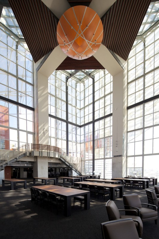 THE LIBRARY'S TWO-STORY READING ROOM DEVELOPED OUT OF A SERIES OF PUBLIC DESIGN WORKSHOPS (ROB WELLINGTON QUIGLEY, FAIA)