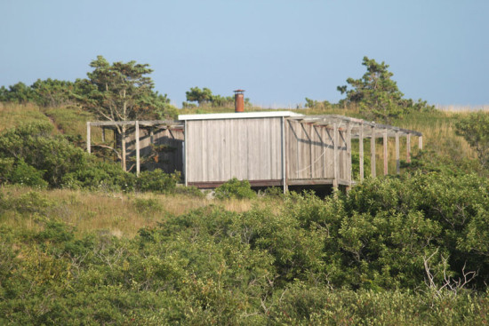 The Hatch Cottage in Wellfleet, MA, designed by Cape Cod-architect Jack Hall in 1960 (joseph a / Flickr)
