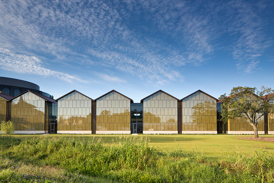 Depending on the angle of the sun and the viewer's vantage, the facade appears dynamic. (Brad Feinknopf/Feinknopf)
