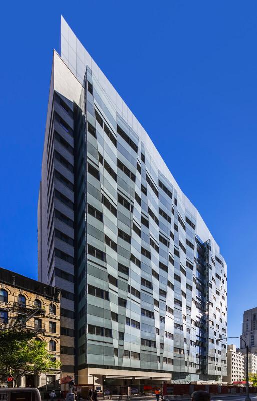 The grid of the facade is broken into 21 repetitions. (Jeff Goldberg/Esto)