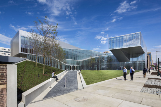 UNLIKE MOST LABORATORY BUILDINGS, THE KRISHNA P. SINGH CENTER FOR NANOTECHNOLOGY IS DESIGNED AROUND A COURTYARD, WITH GLASS TO ALLOW IN DAYLIGHT (ALBERT VERCERKA/ESTO)
