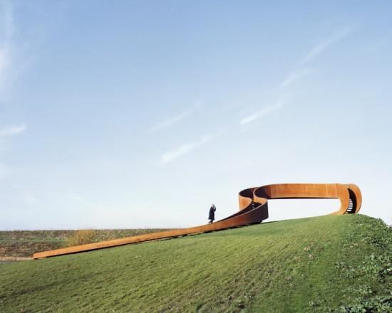 The structure has no real beginning or end. (Sander Meisner)