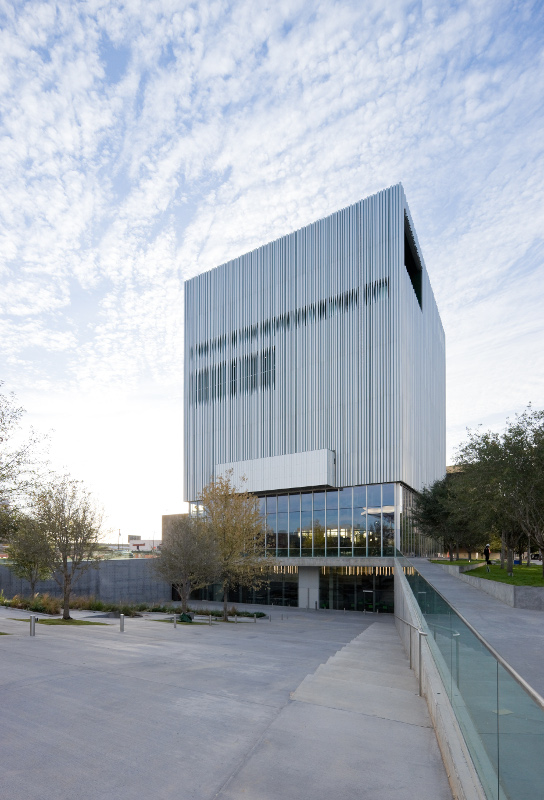 Financial constraints influenced the design of the Wyly Theatre facade. (Iwan Baan)