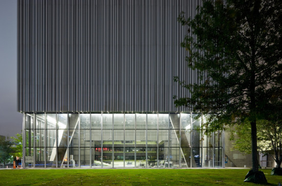 Wyly Theatre's rolled-aluminum facade provides protection from extreme weather at minimum cost. (Iwan Baan)