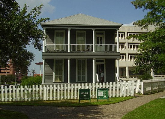 The historic Rutherford B.H. Yates Sr. House in Houston's Fourth Ward, a.k.a. the Art Barn's new neighbor. (Courtesy Wikimedia Commons)