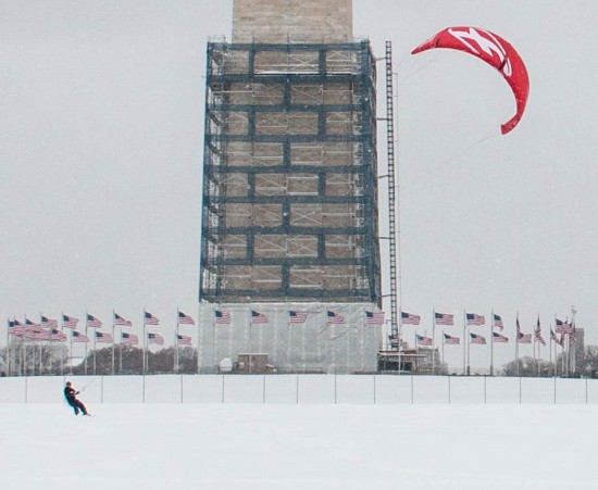 Kite-boarding at the Washington Monument. (Victoria Pickering / Flickr)