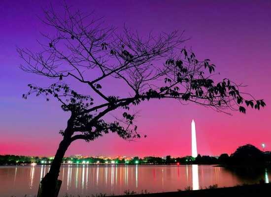 A colorful sky highlights the Washington Monument. (Jeff / Flickr)