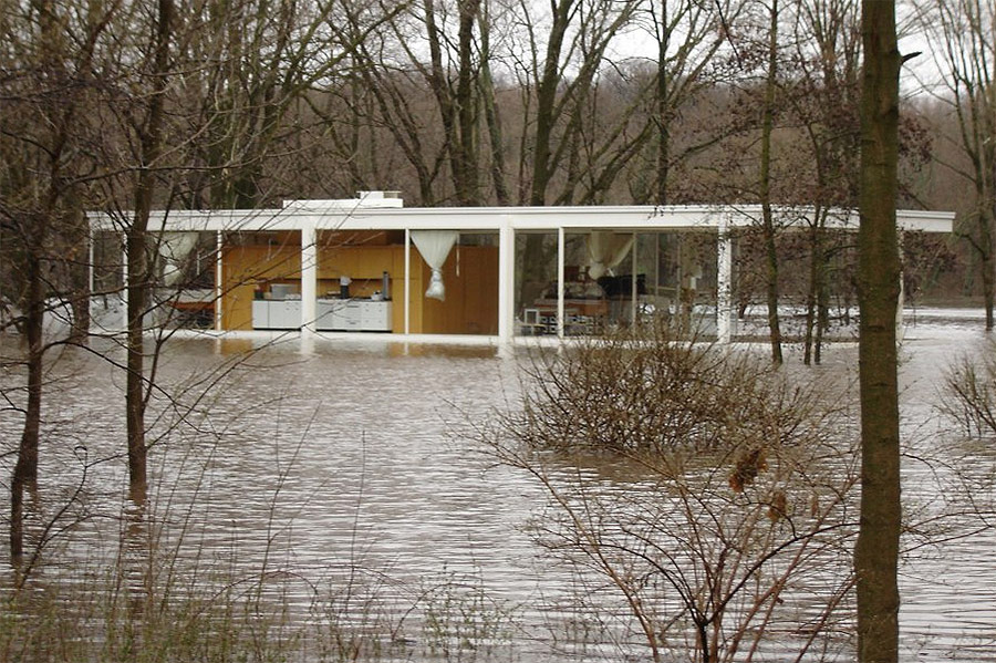 floating farnsworth mies van der rohe 39 s iconic illinois house could get flood protection. Black Bedroom Furniture Sets. Home Design Ideas