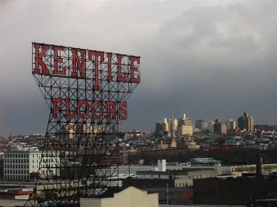 The Kentile Floors sign in 2004. (Ranjit / Flickr)