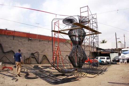 The structure was assembled off site, then taken apart, painted, and transported piece by piece to the gallery for reassembly. (Glen Kinoshita)