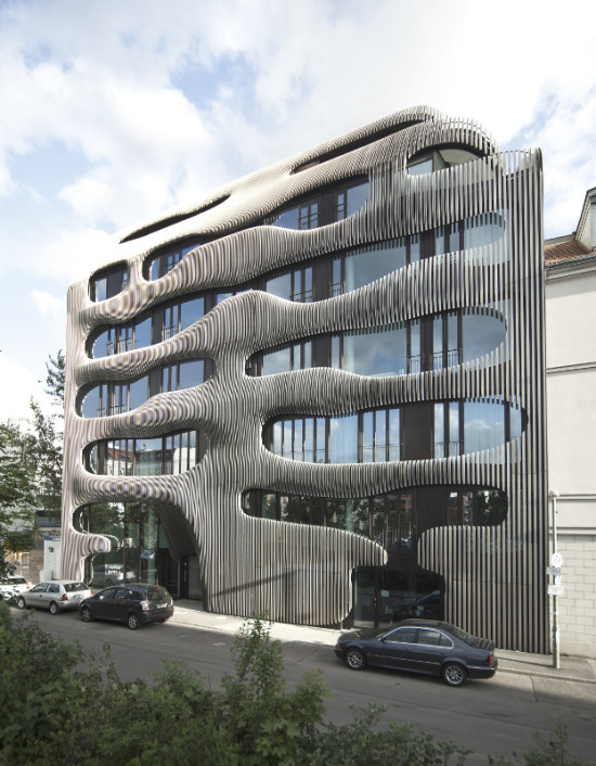 J. MAYER H. Architects designed a sculptural facade of anodized aluminum for an apartment building in Berlin. (Ludger Paffrath for Euroboden)